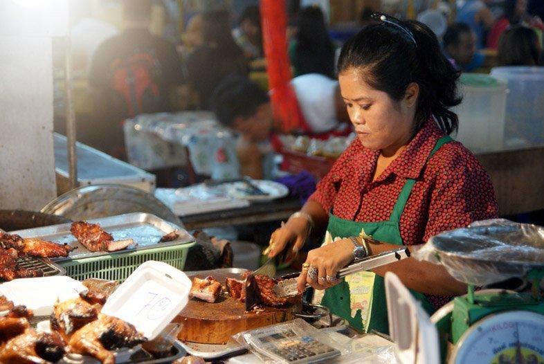 Мясо гриль на ночном рынке