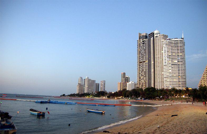 Наклуа Паттайя пляж Вонгамат