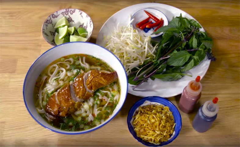 Уличная еда в тайском семейном кафе