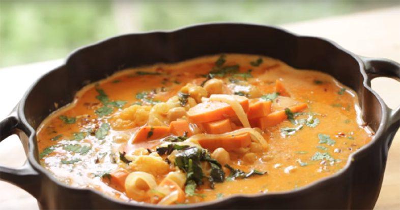 оранжевый тайский суп-кари
