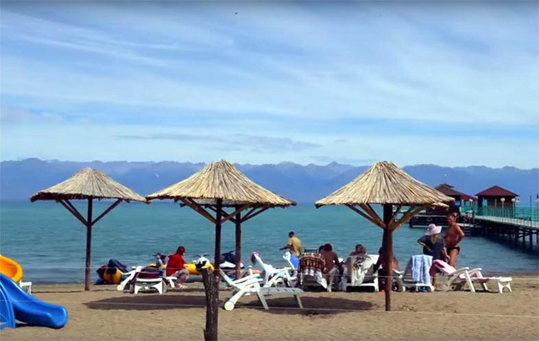 Пляж озера Иссык-Куль