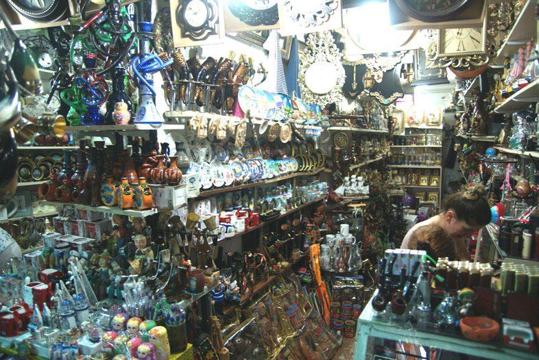 Сувениры на рынке Хопа в Батуми