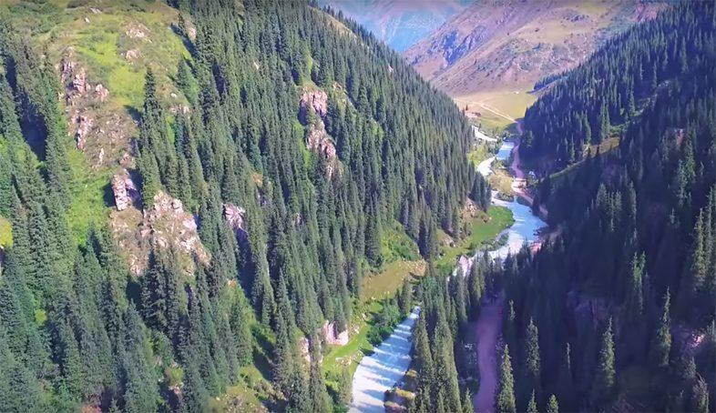 Горное ущелье в Киргизии