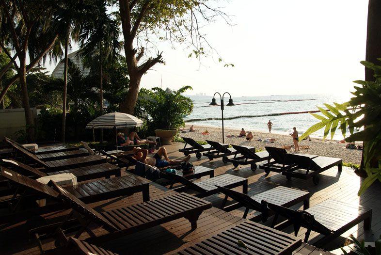 Пляж Вонгамат напротив Скай бич кондо