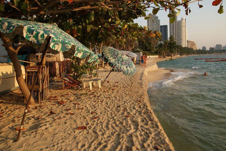 Пляж Вонгамат напротив кондо W Tower