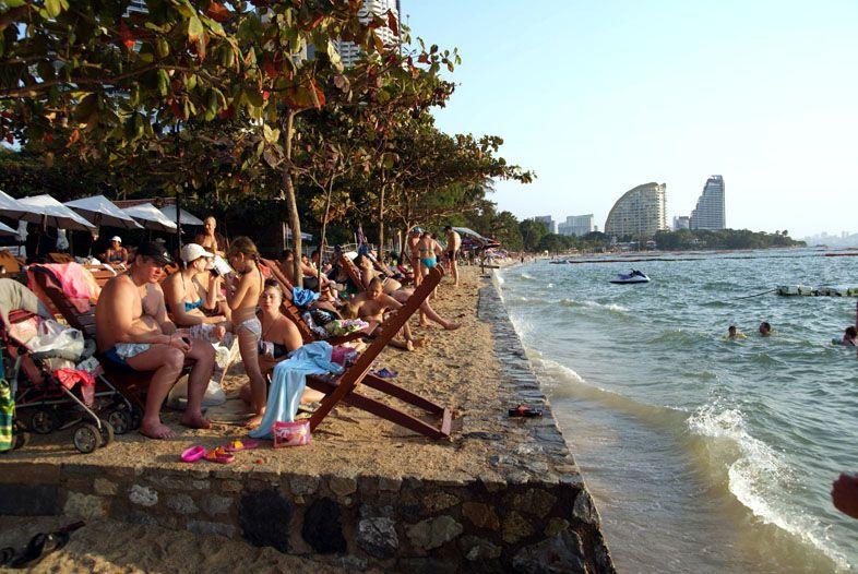 Пляж Вонгамат напротив отеля Лонг Бич Ресорт