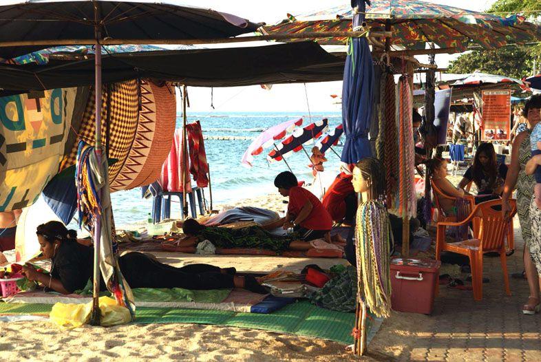 Массажные салоны на пляже Вонгамат