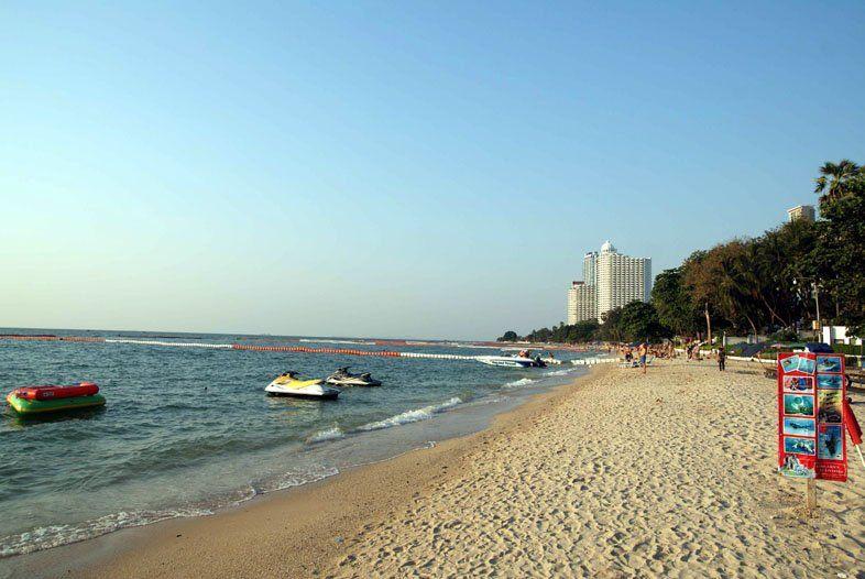 Пляж Вонгамат и район Наклуа в Паттайе