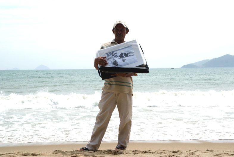 продавец картин в Нячанге
