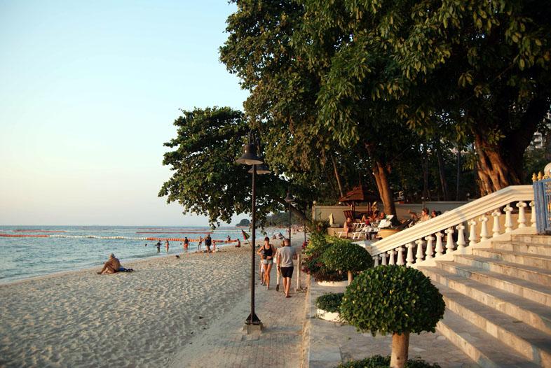 Наклуа пляж Вонгамат