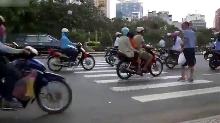 Пешеходный переход в ТАйланде