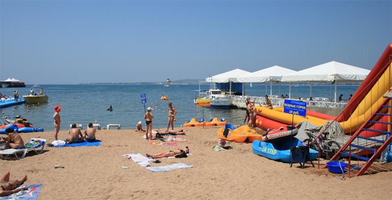 Пляж Анапы в июне