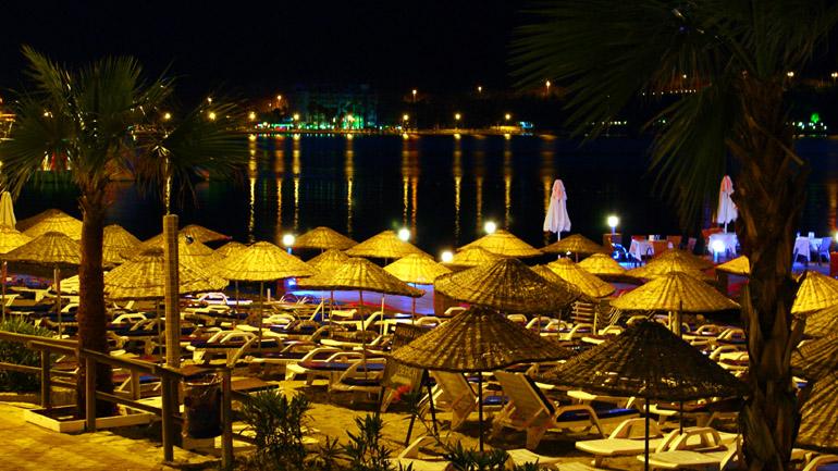 Ночной пляж в Турции