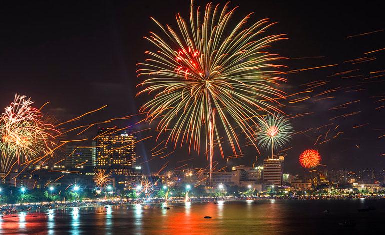 Новогодние фейерверки в Паттайе