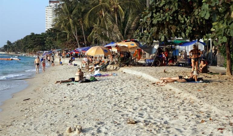 Пляж отеля Пульман Паттайя на Вонгамате